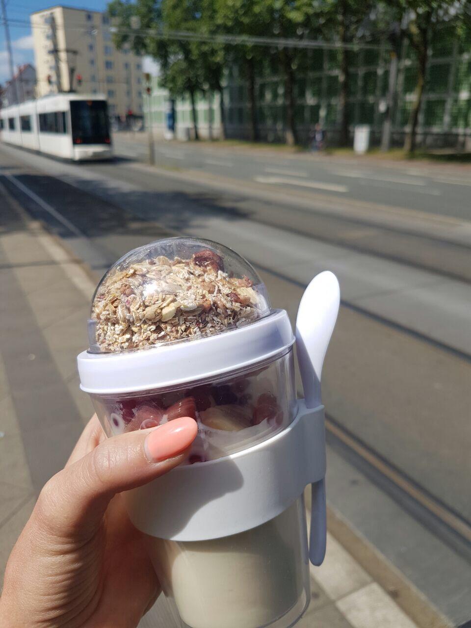 Yoghurt to go-Becher 'Pina' aus Kunststoff